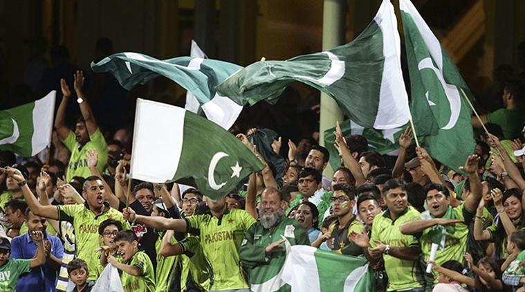 pakistan-fans-ap-m